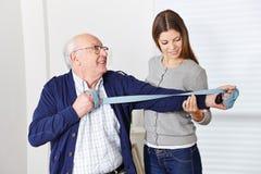 Ancião na reabilitação Fotografia de Stock Royalty Free