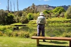 Ancião ocupado com flyfishing Fotografia de Stock