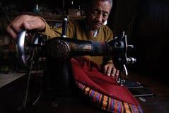Anciano de costura Imagen de archivo