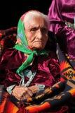 Anciano de Navajo que desgasta la joyería tradicional de Turquiose imagen de archivo libre de regalías