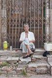 Ancianos masculinos en un hutong, Pekín, China Foto de archivo
