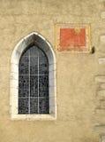 anciant kyrkligt visartavlasunfönster Arkivbild
