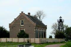 Ancien logement du gardien de phare sur l'ancienne île de Schokland photographie stock libre de droits