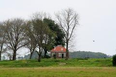 Ancien logement du gardien de phare sur l'ancienne île de Schokland images stock