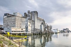 Anciens silo et port de grain photo stock