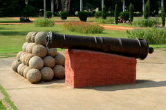 Ancient cannon and fireballs Royalty Free Stock Photos