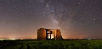 Free Ancient Door In Ruins Like A Gate To Universe Milky Way Galaxy Royalty Free Stock Image - 145037686