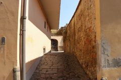 An ancient Italian cobblestone alleyway royalty free stock images