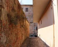 An ancient Italian cobblestone alleyway royalty free stock photography