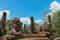 Ancient lion guards near entrance Royalty Free Stock Photos