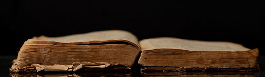 The ancient open book Royalty Free Stock Photos