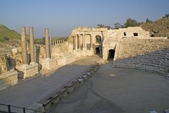 Ancient pillars of ruined roman amphitheatre in Beit Shean (Scythopoli Royalty Free Stock Images