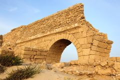 Ancient Roman aqueduct in Ceasarea Royalty Free Stock Photos
