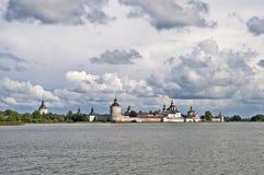 Ancient russian monastery at the lake bank in summer Royalty Free Stock Photos