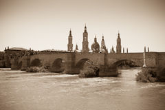Ancient stone bridge over Ebro river in Zaragoza Royalty Free Stock Photos
