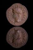 ancientcoinreflectionaugustus arkivfoto