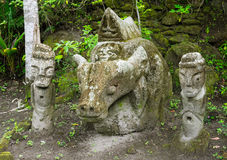 Anciet sarkofag, Ambarita stenstolar, sjö Toba, Indonesien Royaltyfri Bild