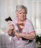 Ancião irritado com um machado Imagens de Stock