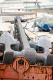 Ancla de la nave en un muelle Imagen de archivo libre de regalías