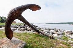 Ancla en el puerto de Shelburne, Nova Scotia, Canadá Imagenes de archivo