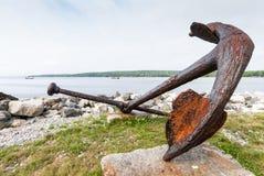 Ancla en el puerto de Shelburne, Nova Scotia, Canadá Imagen de archivo