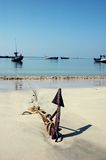Ancla en la playa foto de archivo libre de regalías