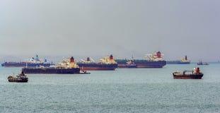 Ancladero externo en el estrecho de Singapur imagen de archivo