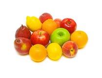 Ancora durata di frutta fresca su una priorità bassa bianca Fotografia Stock Libera da Diritti