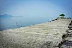 Ancora ed oceano calmo fotografia stock libera da diritti