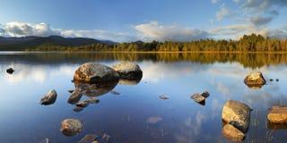 Ancora lago alla luce di primo mattino, lago Morlich, Scozia Fotografie Stock
