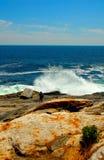 Ancora più grande Wave che si schianta Onshore Immagine Stock