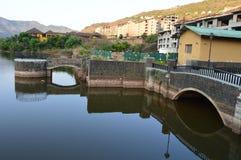 Ancora riflessione del ponte dell'acqua Fotografia Stock