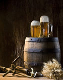 Ancora vita con birra Fotografie Stock Libere da Diritti