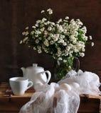 Ancora vita con i crisantemi e le uova Immagine Stock Libera da Diritti