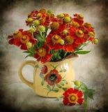 ancora vita con i fiori rossi Fotografie Stock Libere da Diritti