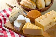 Ancora vita con i formaggi Fotografie Stock