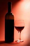 Ancora-vita con la bottiglia di vino rosso Fotografie Stock Libere da Diritti