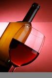 Ancora-vita con la bottiglia ed il vetro Fotografia Stock