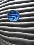 Ancora vita con la sfera di vetro blu Fotografia Stock Libera da Diritti