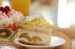 Ancora-vita con le bevande ed i dessert Immagine Stock Libera da Diritti