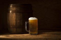 Ancora vita con un barile di birra Immagine Stock