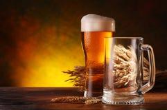 Ancora vita con una birra alla spina Fotografie Stock Libere da Diritti