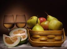 Ancora vita con vino e frutta Fotografie Stock