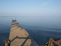 Ancoraggio alla polizia del lago in Italia Immagine Stock