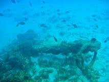 Ancoraggio da un naufragio alla parte inferiore dell'oceano Immagine Stock Libera da Diritti