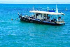Ancoraggio della barca nell'aspettare del mare il aquanaut Fotografie Stock