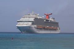 Ancore di sogno della nave da crociera di carnevale al porto di George Town, Grand Cayman Fotografia Stock
