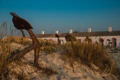 Ancore sulla spiaggia Algarve Portogallo di Barril fotografia stock