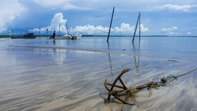 Ancre sur la plage photographie stock libre de droits