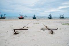 Ancres sur la plage Photos libres de droits